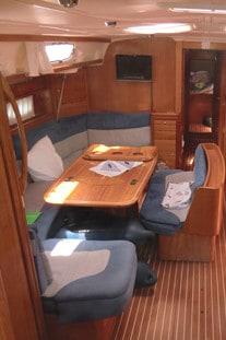 Unter Deck an Bord einer schönen Segelyacht